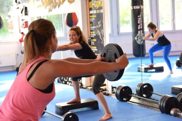 k1gym.ch-fitness-PUMP-squats-e1494838731618.jpeg