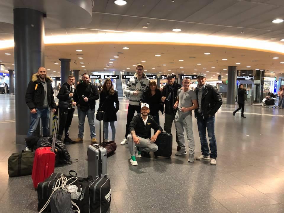 Flughafen-Gruppenfoto-2017-11-03.jpg