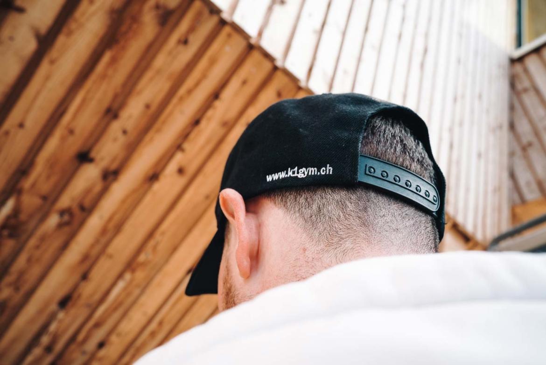k1gym.ch-ueber-uns-produkte-cap-schwarz-hinten.jpg