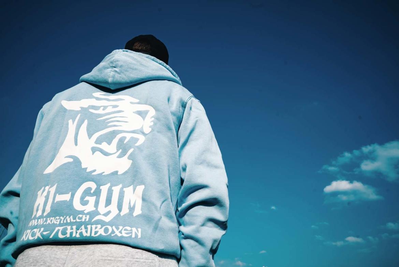 k1gym.ch-ueber-uns-produkte-hoody-hellblau-weiss.jpg