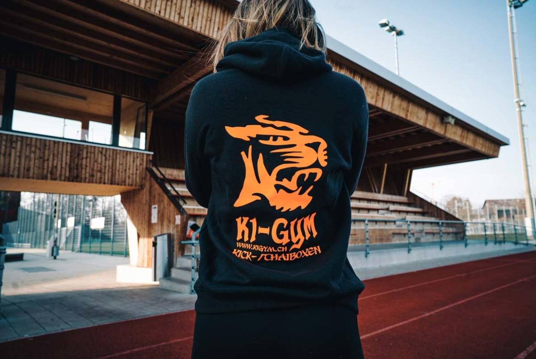 k1gym.ch-ueber-uns-produkte-hoody-schwarz-orange.jpg